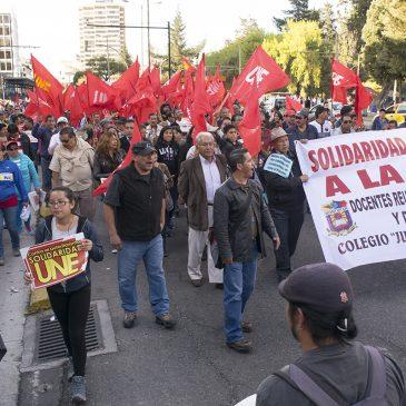 Los maestros, la UNE y su lucha frente al poder