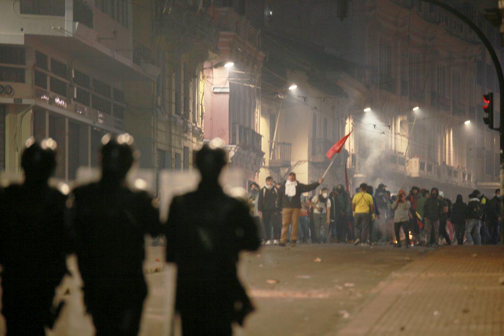 Quito libertario solidario combatiente