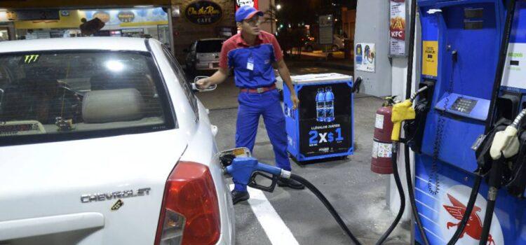 Baja del precio de combustibles, ¡medida hipócrita!