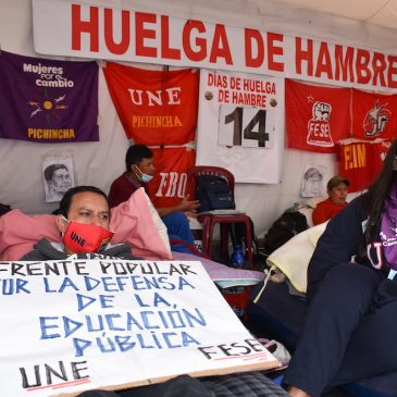 Maestros permanecen en huelga de hambre