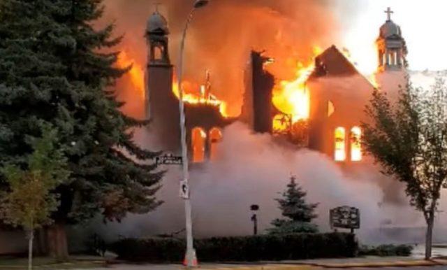 Crímenes contra niños indigenas por la iglesia católica en Canada