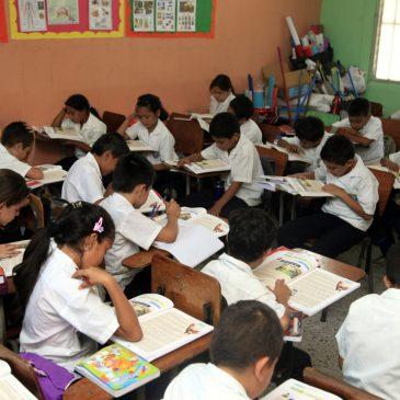 Menos docentes trabajando, más alumnos en las aulas
